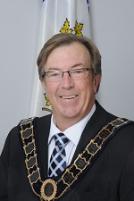 Mayor Stephen Molnar wearing Chain of Office